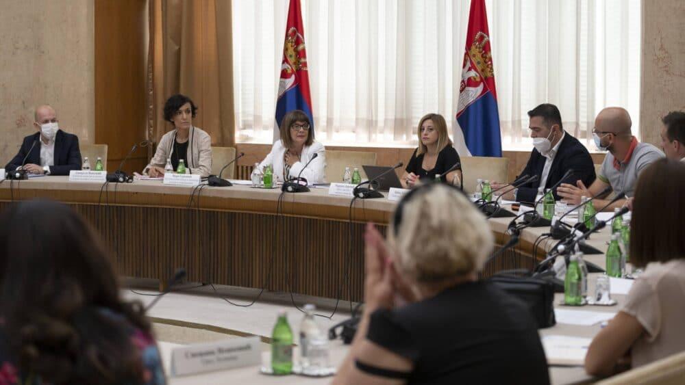 Gojković sa predstavnicima gradova i opština o rekonstrukciji dvoraca i vila 1