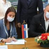 Irena Vujović i gradonačelnik Vranja potpisali ugovore o dodeli opreme za sakupljanje i reciklažu otpada 9