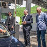 Premijer Krivokapić na Dobrakovu dočekivao iznenađene turiste iz Srbije 12