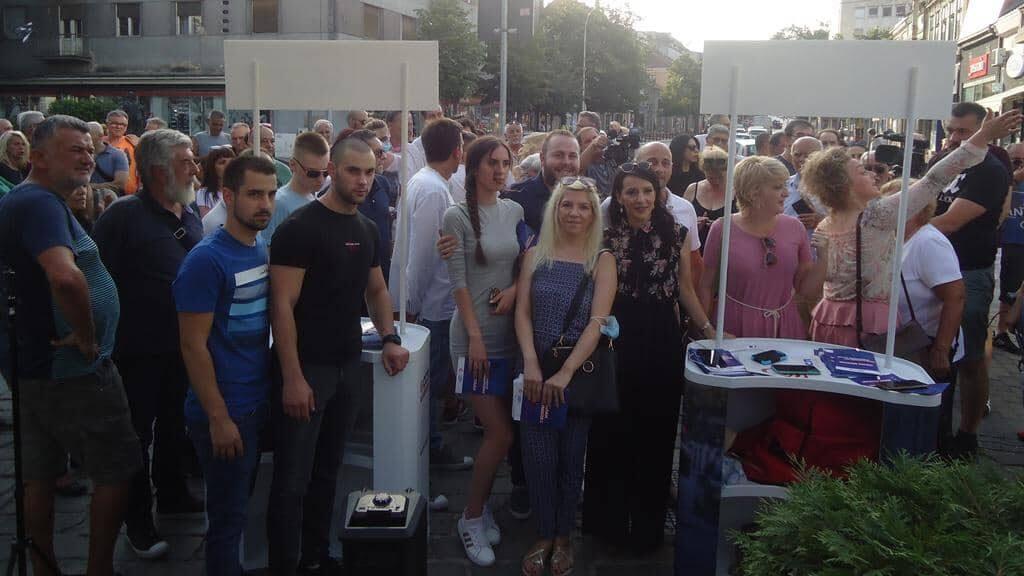 Kako su ljudi dočekali Mariniku Tepić u Kragujevcu 1