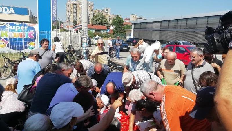 Povrtari sutra opet dele paradajz u centru Leskovca i traže naknadu štete 1