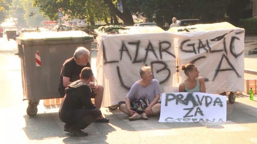 Građani od sinoć blokiraju ulicu na Karaburmi, zahtevaju pravdu za malog Stefana 1