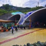 Tela svih 14 radnika izvučena iz tunela u Kini gde su nedelju dana bili zarobljeni 15