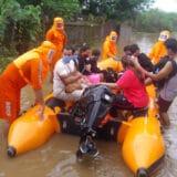 Najmanje 76 ljudi stradalo u poplavama izazvanim monsunskim kišama u Indiji 4