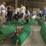 Tabuti posmrtnih ostataka Srebreničana ubijenih u genocidu dovezeni u Potočare 9