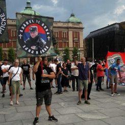 Performans Žena u crnom o Srebrenici, prisutni desničari skandirali Ratku Mladiću 9