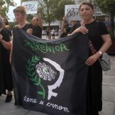 Performans Žena u crnom o Srebrenici, prisutni desničari skandirali Ratku Mladiću 10