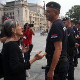 Performans Žena u crnom o Srebrenici, prisutni desničari skandirali Ratku Mladiću 11