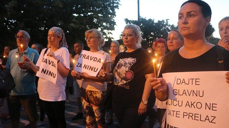 Na protestu u Petrovaradinu žena kolima udarila nekoliko građana (FOTO/VIDEO) 1
