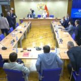 Umalo tuča u crnogorskom parlamentu zbog Belivuka (VIDEO) 12