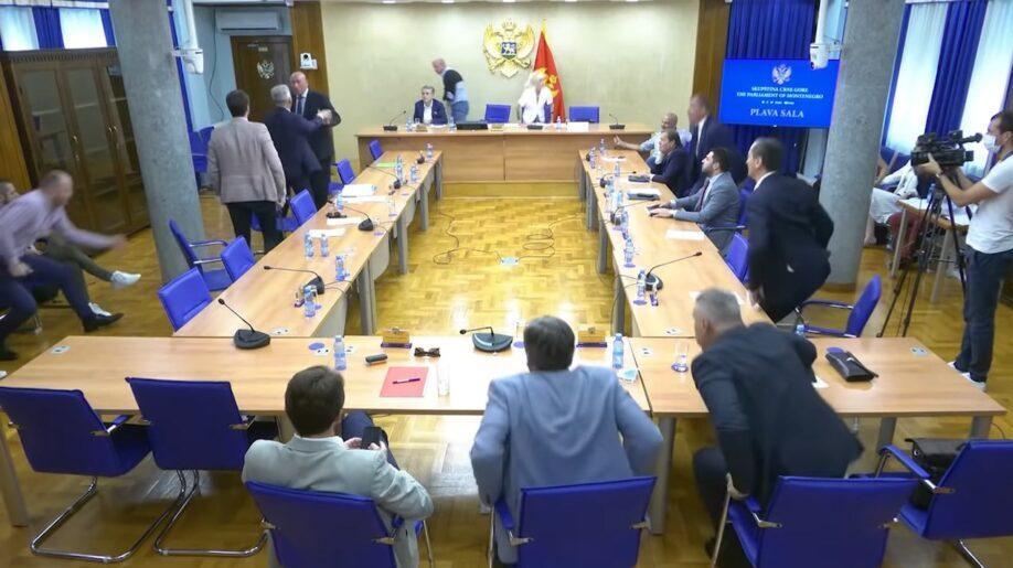 Umalo tuča u crnogorskom parlamentu zbog Belivuka (VIDEO) 1