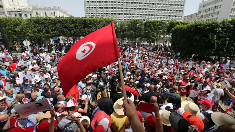 Nakon uvođenja policijskog sata mirno na ulicama Tunisa 1