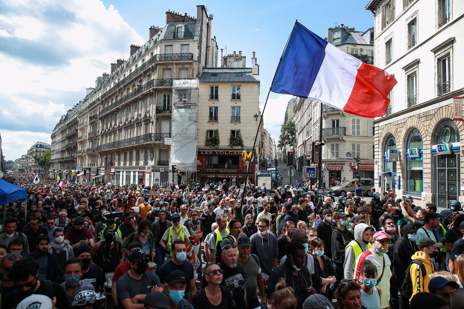 Francuska: Sindikat novinara osudio napad na slobodu medija tokom anti-kovid protesta 1