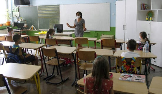 Na kombinovanu i onlajn nastavu prešlo nekoliko odeljenja pojedinih osnovnih i srednjih škola u Boru 12