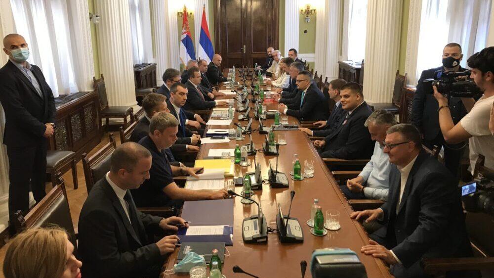 Počeo novi sastanak vlasti i opozicije bez stranih posrednika, učestvuje i Vučić 1