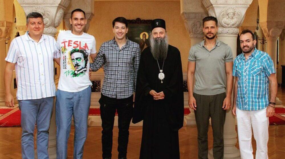 Patrijarh Porfirije objavio fotografiju sa prijateljima iz sveta umetnosti 1