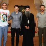 Patrijarh Porfirije objavio fotografiju sa prijateljima iz sveta umetnosti 12