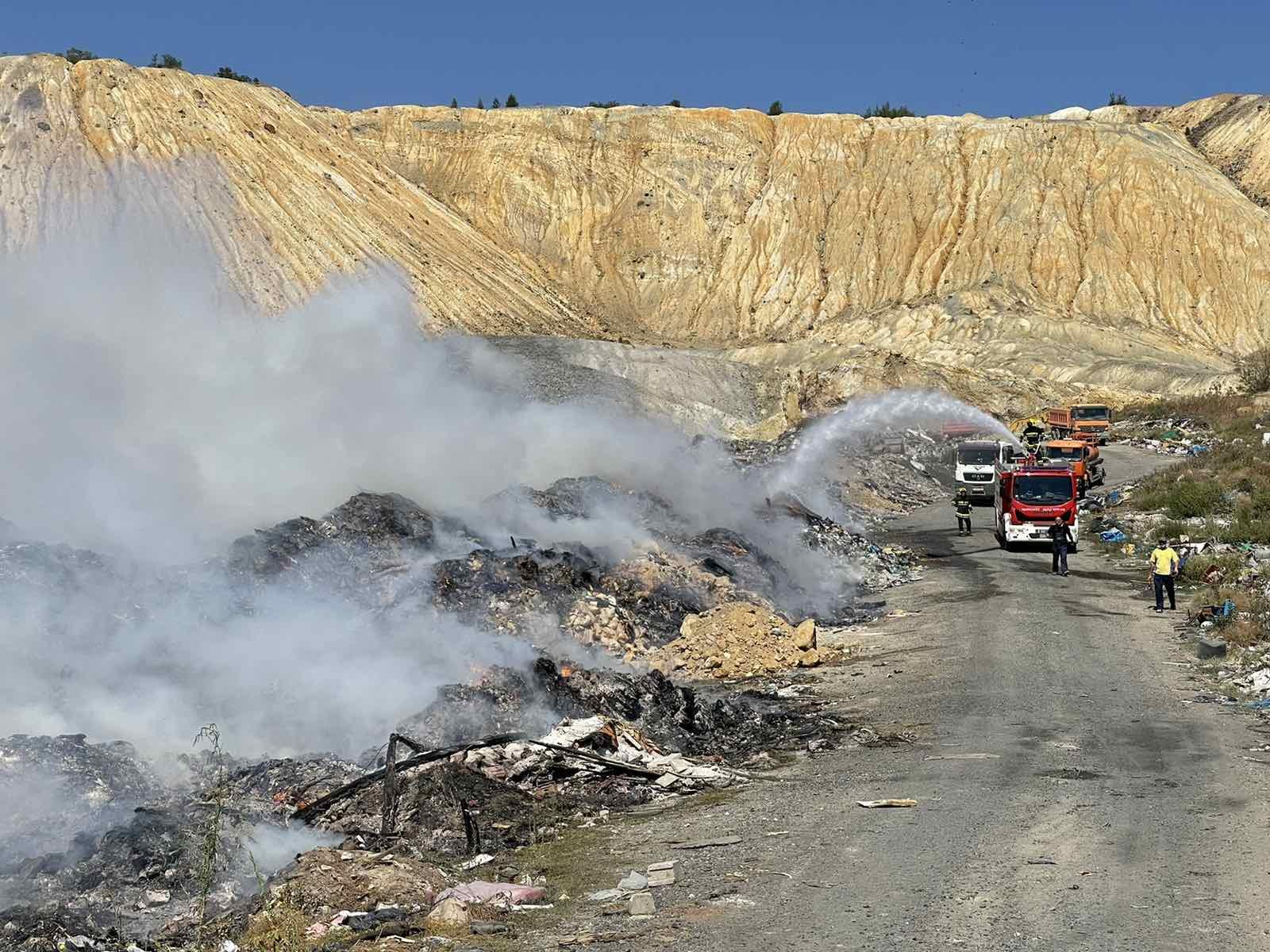 Bor: Proglašena vanredna situacija zbog požara na gradskoj deponiji 2