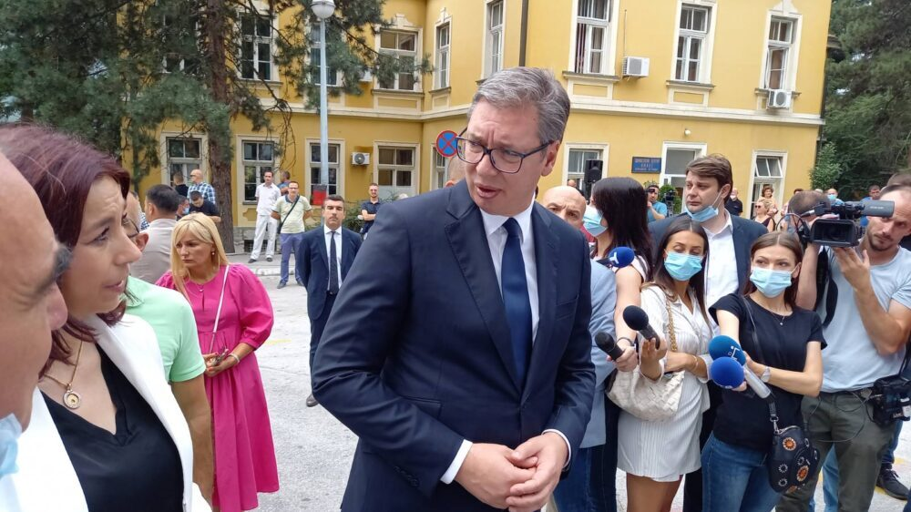 Vučić: Najkasnije 1. januara zdravstveni radnici dobiće značajno povećanje plata 1