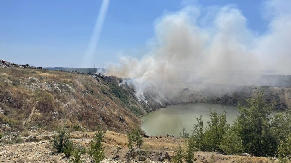 Bor: Proglašena vanredna situacija zbog požara na gradskoj deponiji 1