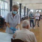 Veliki odziv Kragujevčana za treću dozu, prvog dana vakcinacije u Sokolani 4