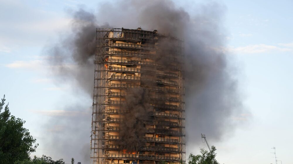 Italijanske vlasti: Nema žrtava u u požaru koji je uništio zgradu u Milanu 1