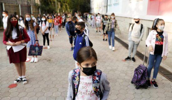 Učenici u Izraelu neće moći da udju u školu bez negativnog testa 11