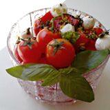 Recept nedelje: Paradajz salata sa bosiljkom 5