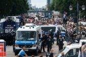 U Berlinu održani protesti protiv novih kovid mera, oko 500 uhapšenih u sukobu sa policijom (FOTO) 8