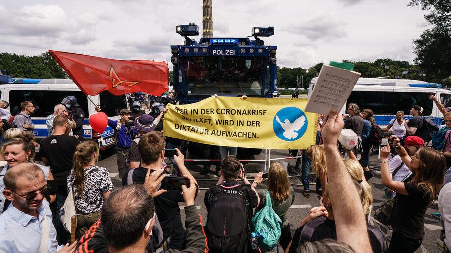 Nemačka vlada osudila nasilje na anti-kovid protestima u Berlinu 1