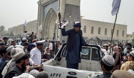 Napad na vozilo talibanske policije u Kabulu, više ranjenih 13