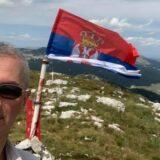 Vućićev poslanik Marić podigao srpsku zastavu na Dinari (FOTO) 12