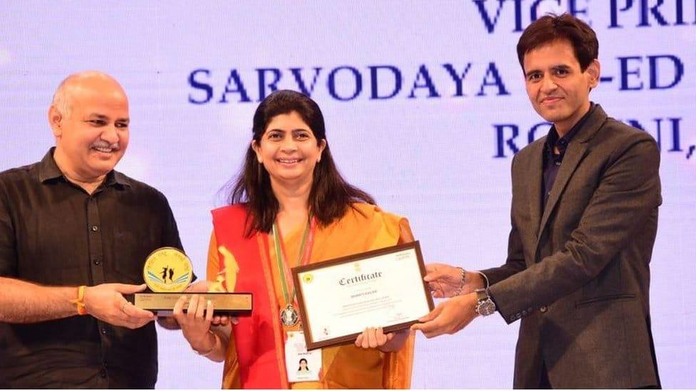 Bharti Kalra recibiendo un premio