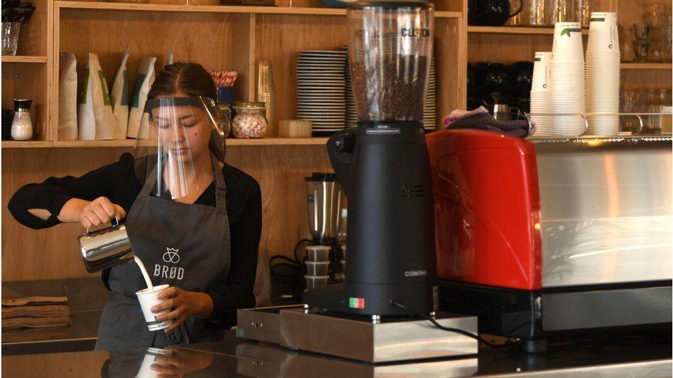 radnica u kafiću