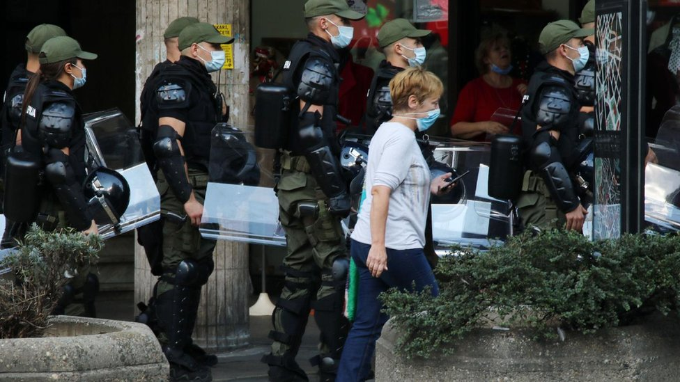 Prolaznica i policajci
