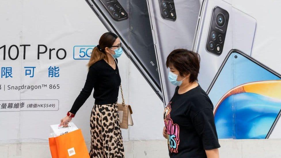 The Xiaomi 10T Pro advert wiht two women in front.