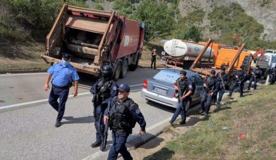 Kosovo, Srbija i tablice: Specijalne jedinice i blokada teškom mehanizacijom - šta se dešava na prelazima 11