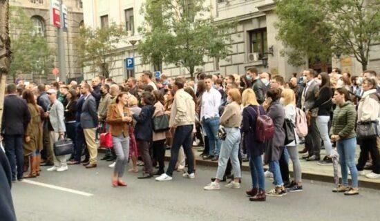 Protest advokata ispred VKS, najavljuju potpunu obustavu rada 12