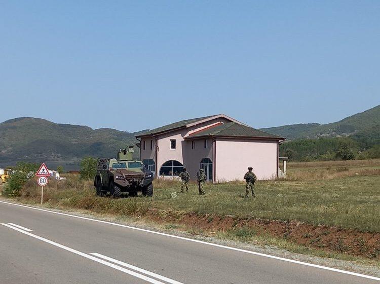 Oklopna vozila Vojske Srbije blizu Jarinja 1