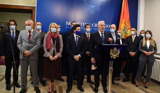 Vanredni izbori u Crnoj Gori neminovni? 13