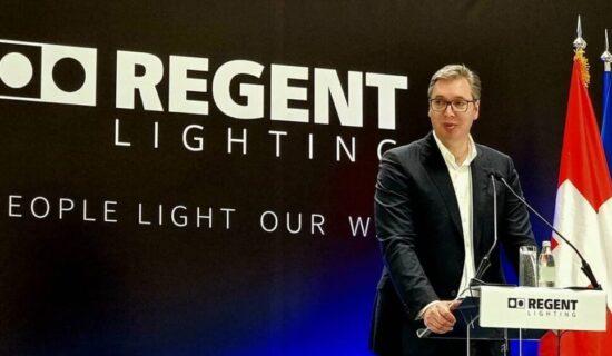 Vučić otvorio fabriku švajcarske kompanije Regent lajtning u Svilajncu 11