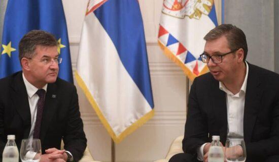 Vučić i Lajčak razgovarali o krizi na Kosovu 12