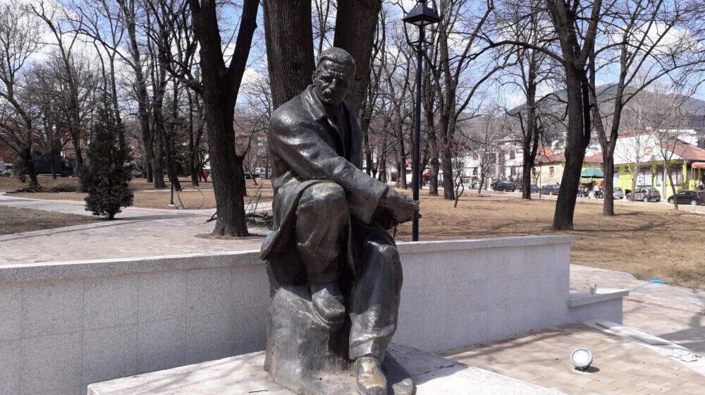 Vranje: Svi se rastrčali, a Borčilo ćuti i gleda 1