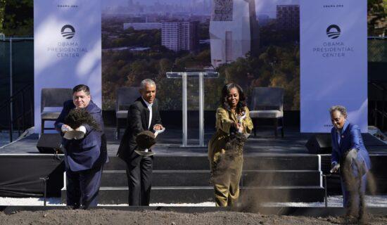 Barak Obama postavio kamen temeljac za svoj budući predsednički centar u Čikagu 13