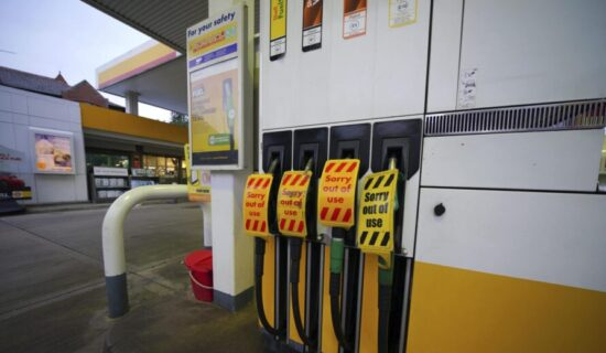 Benzinske pumpe u Velikoj Britaniji zatvorene zbog problema sa isporukom 13