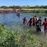 SAD pokušale da blokiraju granicu sa Meksikom, Haićane deportuju avionima 14