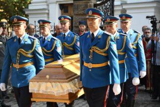 Posmrtni ostaci generala Stratimirovića preneti u Sremske Karlovce 11