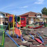 Autobus uleteo u dečje igralište u Zemunu, šest osoba povređeno, devojčica na intenzivnoj nezi (FOTO, VIDEO) 6