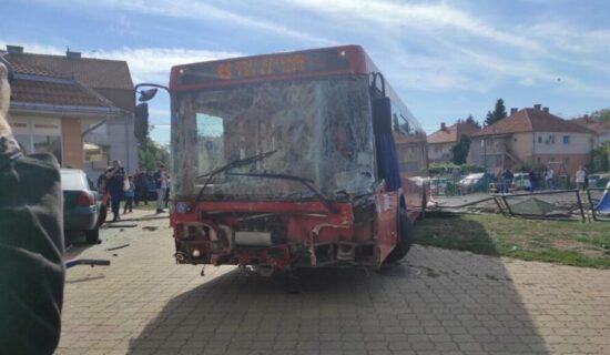 MUP: Uhapšen sedamdesetdvogodišnji vozač autobusa koji je uleteo na igralište u Zemunu 13