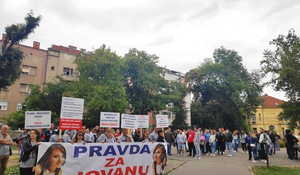 Protest ispred niškog Suda: Porodica nastradale devojke traži sudski epilog i maksimalnu kaznu 1